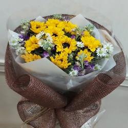 Una clienta apasionada por los girasoles🌻 Florecerá día a día llenando de alegría y amor a su hogar❤ Feliz fin de semana #ramosapedido #girasoles #alelie #aster #floresentucasa