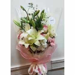 #ramosapedido #abrazosdeflores #regalaflores #lilium #rosas #minirosas #alelie #eucaliptus