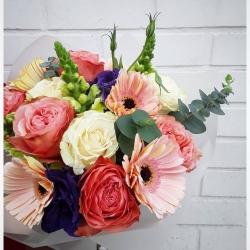 #ramosdeflores #floresacasa #arreglofloral #rosas #gerberas🌼 #eucaliptus #perritos #lisianthusflower
