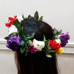 Corona 🌿🌹🌺⚘🌻👑 #coronaflores # ranuculos #lisiantus #rosas #miniclaveles #astromelia #floresacasa