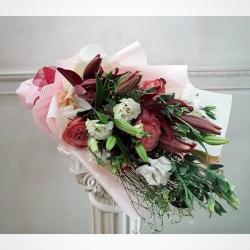 Feliz fin de semana 💕 #lilium #gardenrose #rosadejardin #limonium #lisianthusflowers #floresacasa #despachoacasa