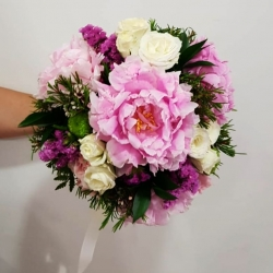 Ramo de novia más clasico : espirales💐 #bouquet #ramosdenovia #despachosacasa #pedidosadomicilio #peonia #minirosas #wax #ruscus #maule #estates