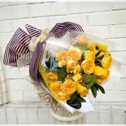 La rosa amarilla simboliza la alegría de vivir, el optimismo y la energía~💛 #rosaamarilla #flores🌸 #flowersoftheday #yellowrose