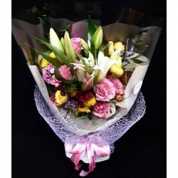 Bienvenido Agosto🌾 #lilium #rosas #siempreviva #clavelinas #ruscus