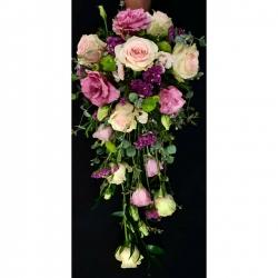 Ramo de novia 💐 #bouquet #novia #ramocascada #rosas #lisiantus #eucaliptus #crisantemo #anémona #wax #ruscus #estates