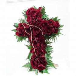 Forma Simbólica: Cruz (Técnica compositiva : Textural) #cruzconrosas #rosasrojas #sauce #palmilla