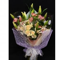 Última entrega de la semana💐 #ramosapedido #lilium #rosas #astromelias #pedidosacasa