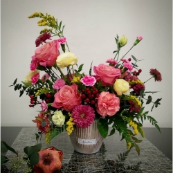 El arreglo especial para un cliente especial💕 #rosa #lisianthus #miniclaveles #eucaliptus #lapalmilla #hıperıcum #solidao #crisantemosflowers